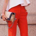 Πώς να βάλεις κόκκινο παντελόνι το καλοκαίρι