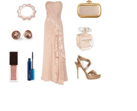 43c1aa4ec1b0b41fb67053a70e5efc90 - Look of the Day με maxi φόρεμα Alberta Ferretti