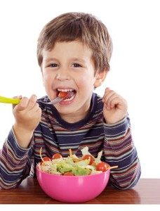 child salad1 228x300 - Δέκα συμβουλές για να τρέφεται το παιδί σας σωστά